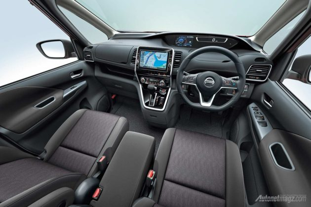 2017 Nissan Serena interior dashboard