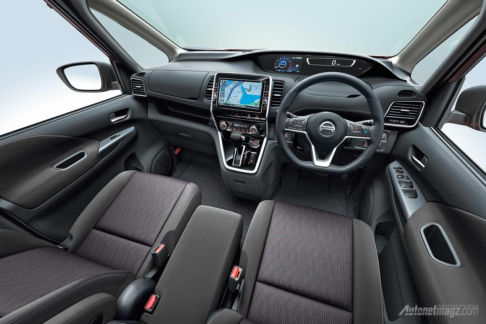 2017 Nissan Serena interior dashboard