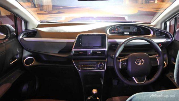 Interior dashboard Toyota Sienta