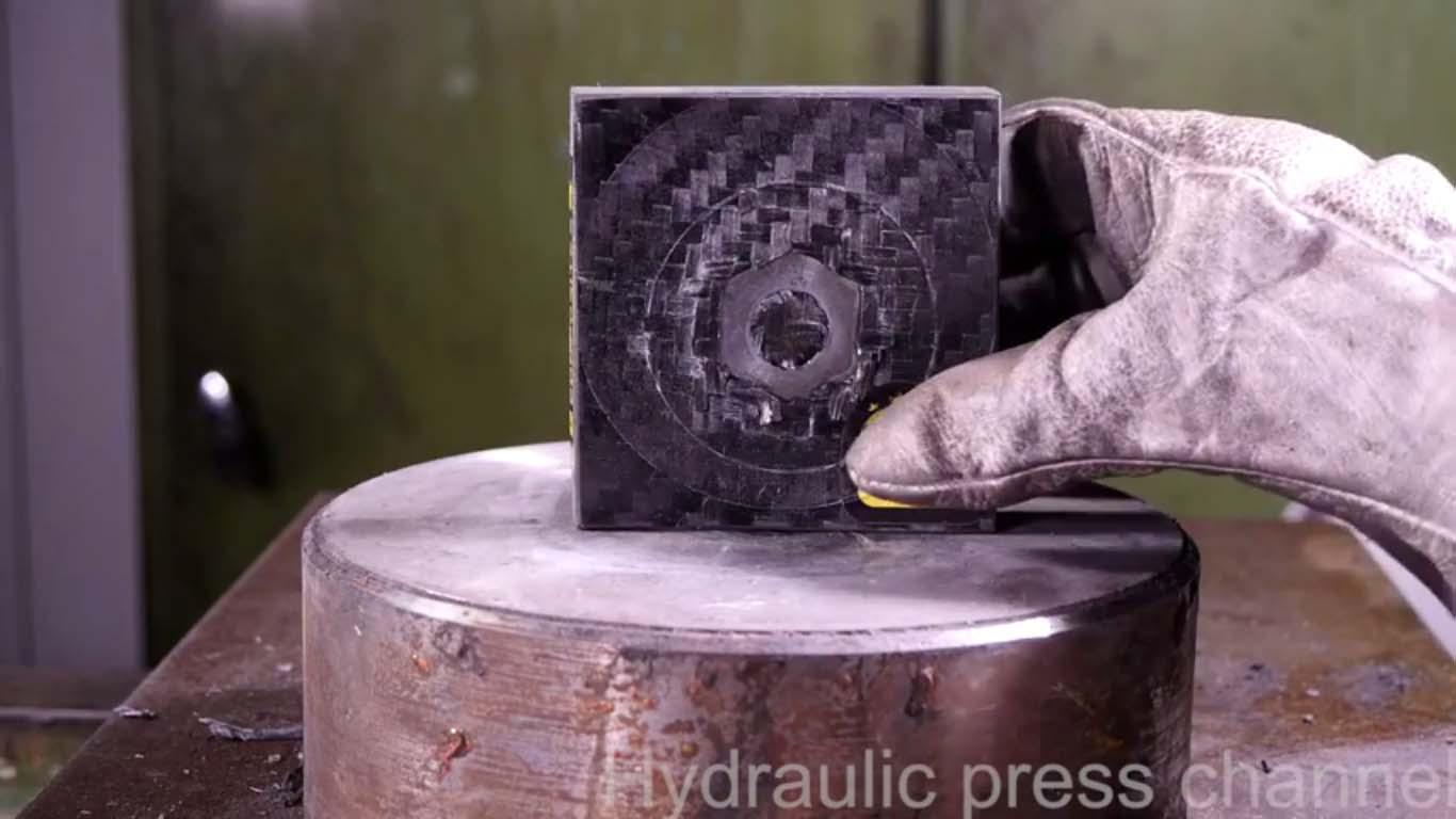proses pengujian kekuatan carbon fiber