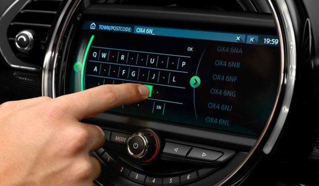 mini-clubman-jcw-touch-screen