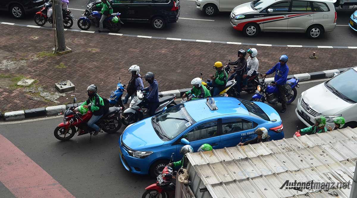 peraturan-lalu-lintas-di-lampu-merah