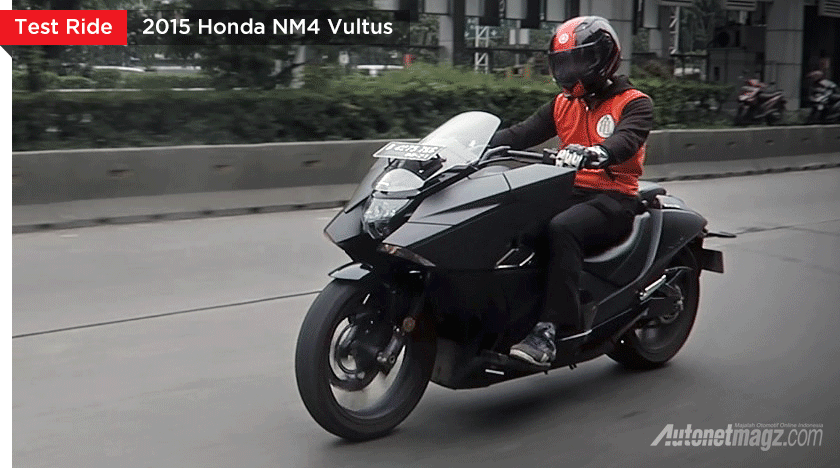 Honda nm4 vultus review kamen rider bike for Honda nm4 review