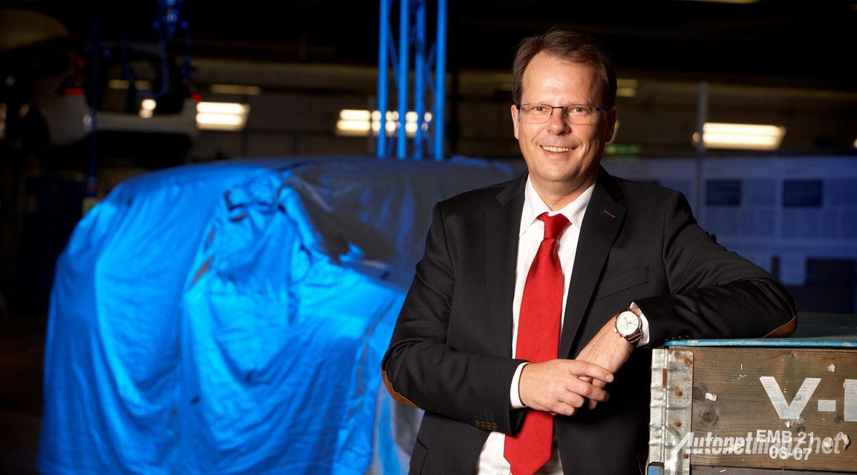 dr-peter-mertens-mantan-eksekutif-volvo