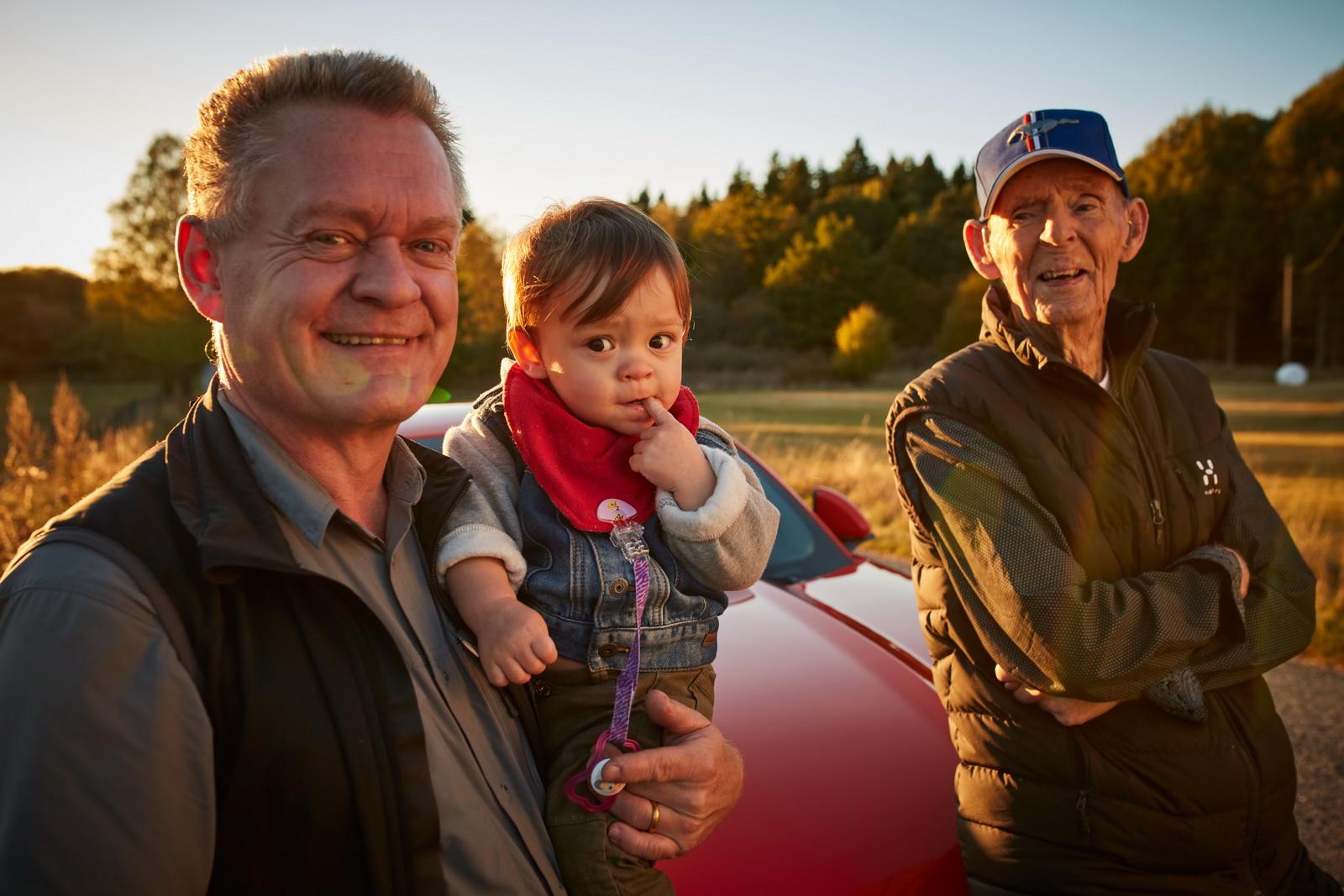 kakek-97-tahun-pemilik-ford-mustang-v8-dan-anaknya