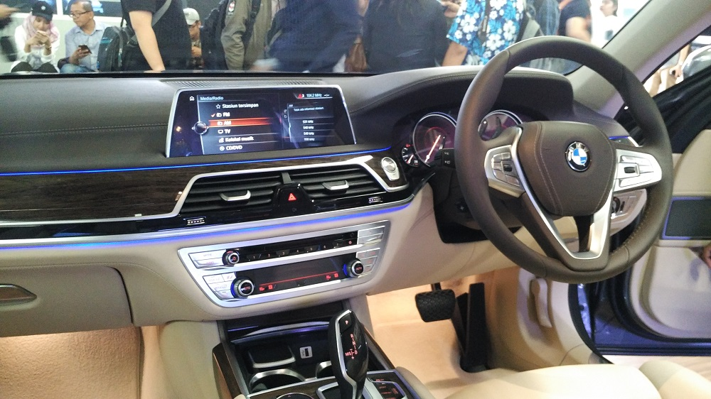 interior-bmw-730li