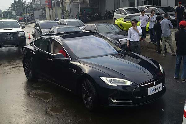 Tesla Model S P100d Dibawa Prestige Motor Dengan Harga 4 4m Autonetmagz