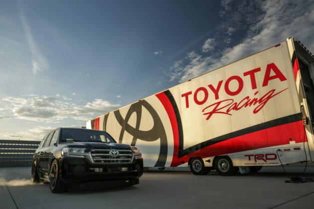 Baru – baru ini Toyota USA merombak salah satu SUV jagoan mereka, Land Cruiser. Ubahan yang mereka lakukan ini dilakukan demi ambisi untuk menjadi SUV tercepat di dunia, memang secepat apa sih?