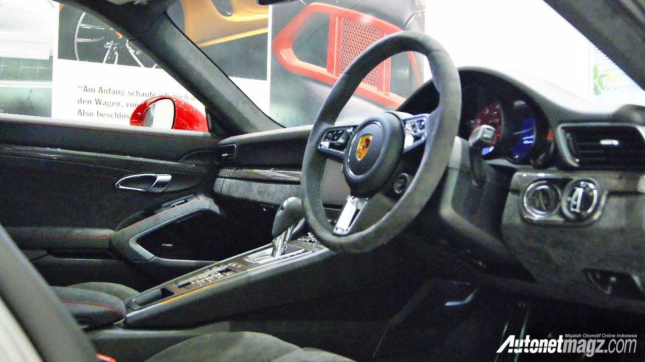 , interior Porsche Carrera 911 GTS Indonesia: interior Porsche Carrera 911 GTS Indonesia