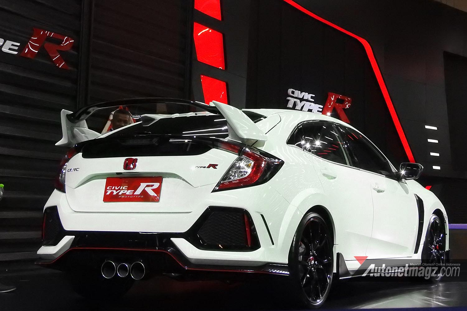 Honda Civic Rs >> Resmi Sapa Surabaya Honda Civic Type R Curi Perhatian