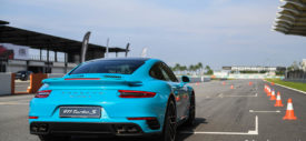 porsche panamera turbo challenge licence to thrill