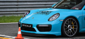 porsche 911 turbo s acceleration licence to thrill