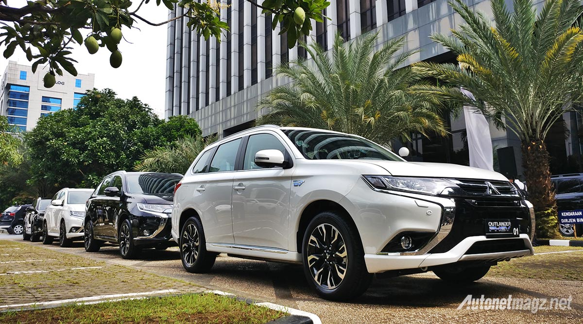 First Impression Review Mitsubishi Outlander PHEV 2018 AutonetMagz