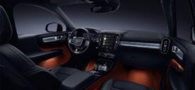 sisi depan Volvo XC40