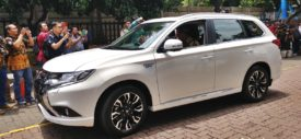glovebox mitsubishi outlander phev 2018 indonesia
